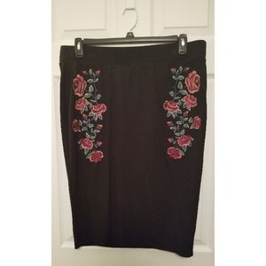 Torrid Pencil Skirt wirh Floral Embroidery Size: 2